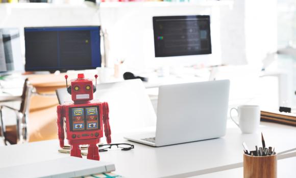 robot et ordinateur portable