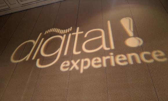 Digital Experience hat sich gewandelt: von einfachen Web & Mobile Apps zu komplexen sprachgesteuerten Ökosystemen