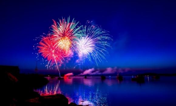Fuegos artificiales y resoluciones de año nuevo para el desarrollo de aplicaciones de software, código simple, principios SOLID, DRY y crowdtesting.