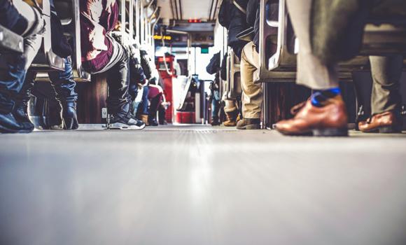 personnes dans le train